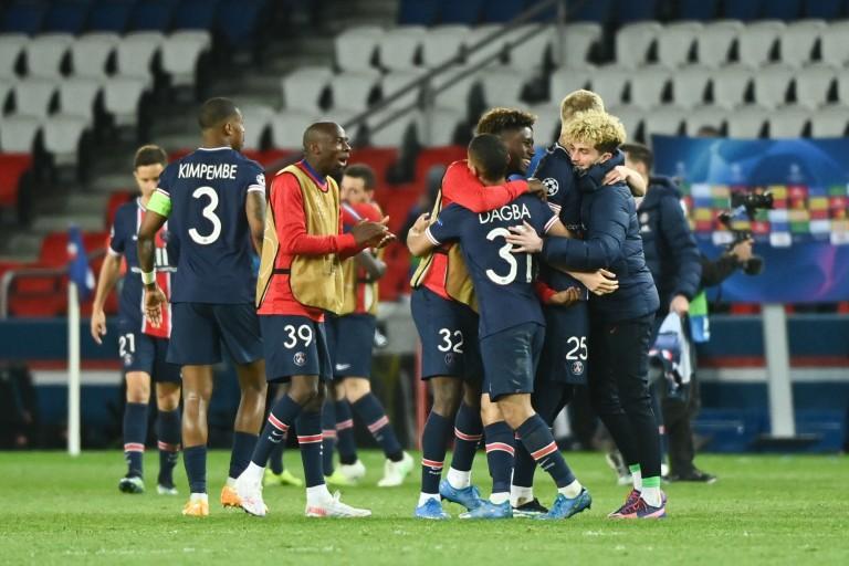 Kimpembe, capitaine du PSG, heureux.