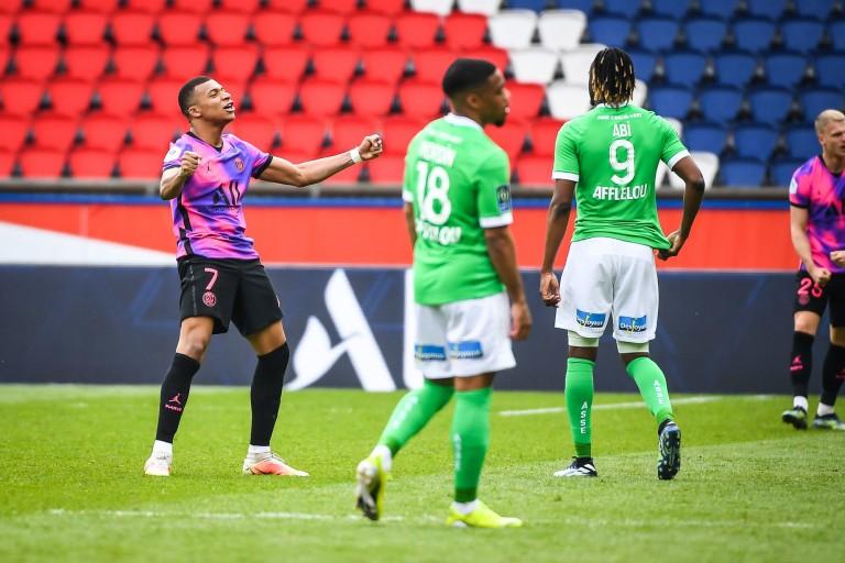 La joie de Mbappé et la frustration chez les joueurs de l'ASSE.