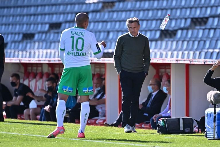 Claude Puel, entraîneur de l' ASSE, et son attaquant Wahbi Khazri.