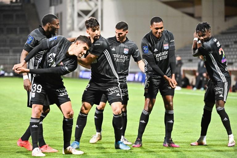 Les joueurs de l'OL célébrant un but inscrit contre Nîmes.