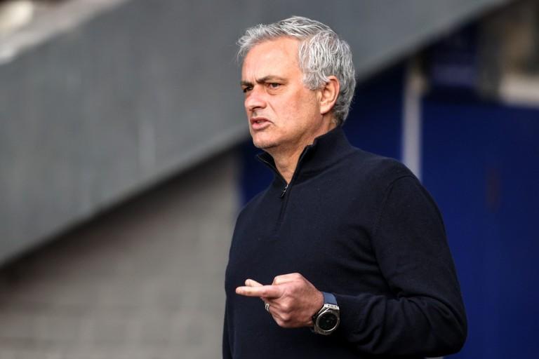 José Mourinho veut libérer Justin Kluivert.