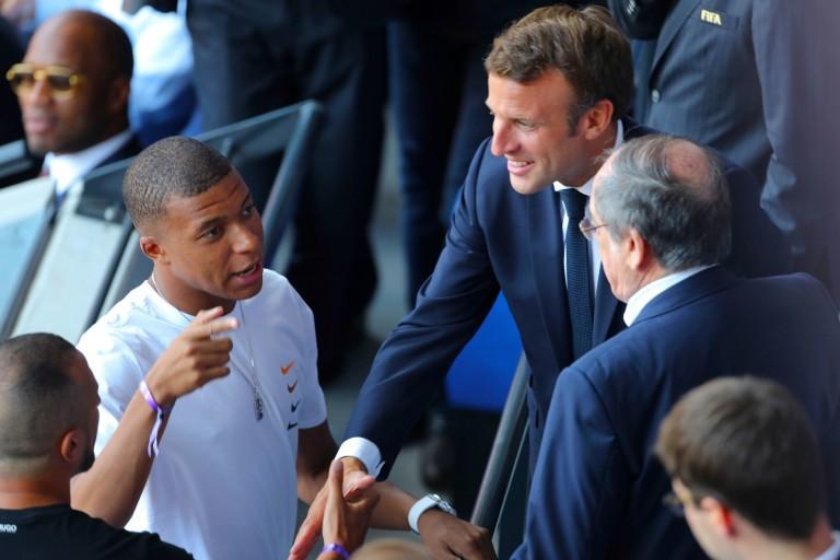 Emmanuel Macron conseille Mbappé pour son avenir.