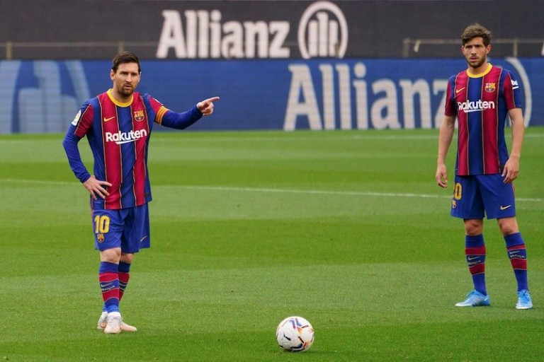 Lionel Messi est partagé entre une prolongation avec le FC Barcelone et un départ.