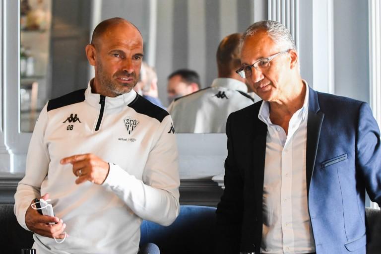 Gérald Baticle, coach d'Angers SCO, et le président Saïd Chabane.