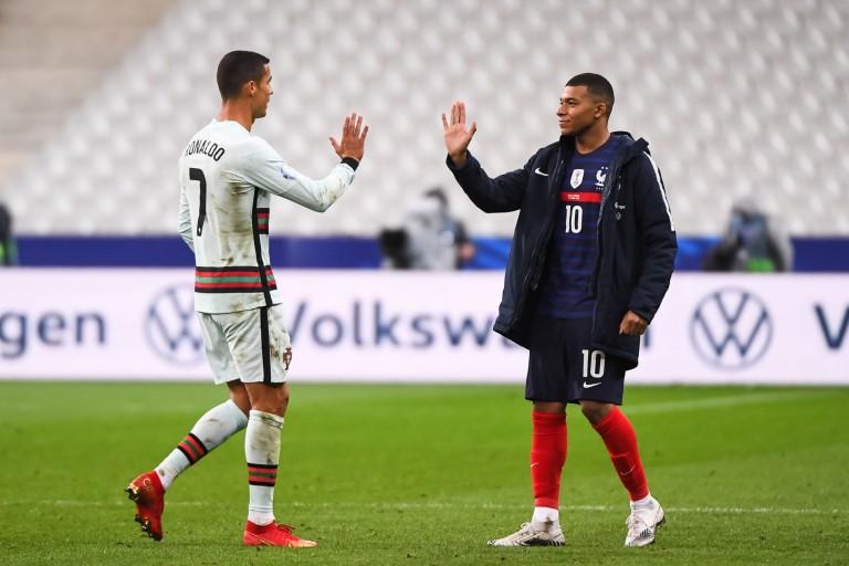 PSG Mercato : Kylian Mbappé s'en va, Cristiano Ronaldo arrive.