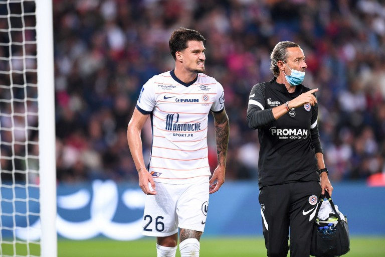 Visiblement touché à une cuisse, le défenseur brésilien de Montpellier, Matheus Thuler, est sorti sur blessure au Parc des Princes lors de la défaite du MHSC 2 buts à 0 face au PSG.