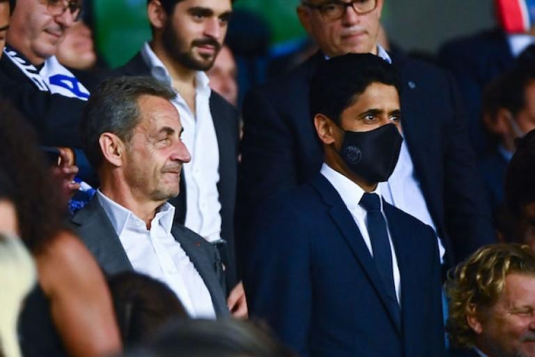 Nasser Al-Khelaïfi et Nicolas Sarkozy au Parc des Princes lors d'un match du PSG.