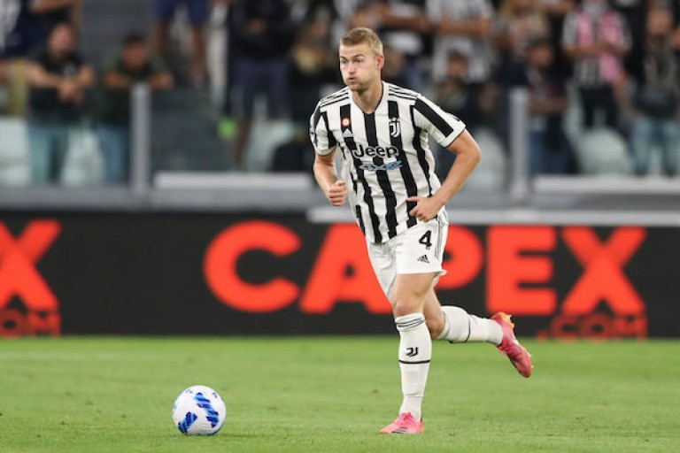 Mercato PSG : Matthijs de Ligt pourrait quitter la Juve l'été prochain selon agent.