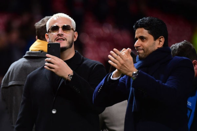 DJ Snake et Nasser Al-Khelaïfi lors d'un match du PSG au Parc des Princes.