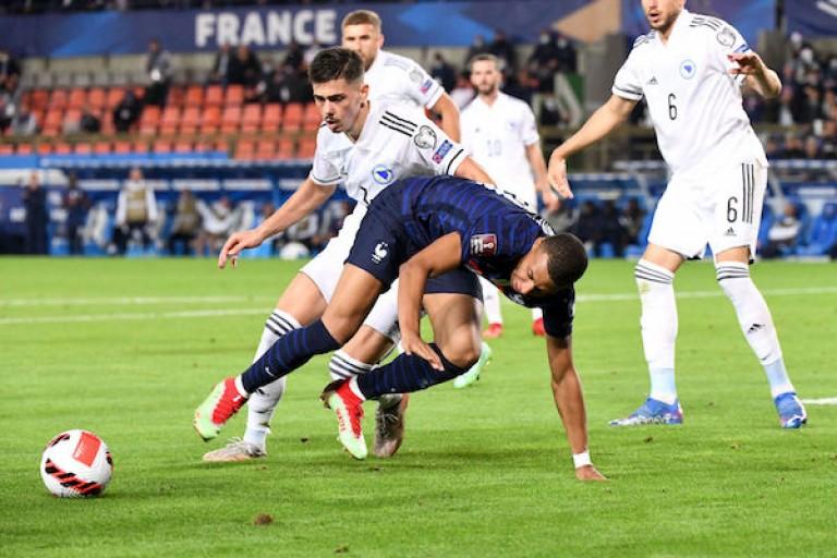 Kylian Mbappé s'est blessé lors de France-Bosnie Herzégovine.