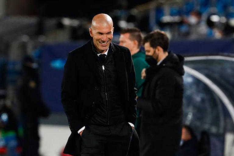 Zinédine Zidane approché par les dignitaires du Paris SG