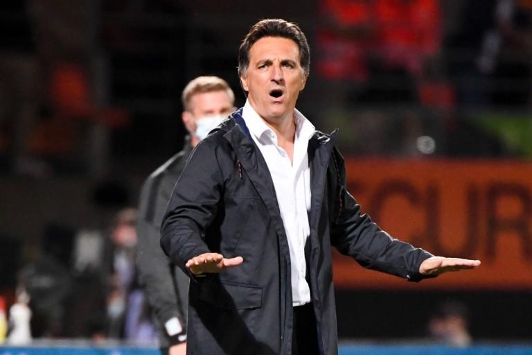 Entraîneur de FC Lorient, Christophe Pelissier pourrait être privé de deux joueurs contre l' OM.