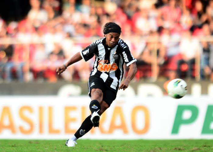 Ex – PSG – Mercato : Ronaldinho ne rejouera plus avec L'Atlético Mineiro
